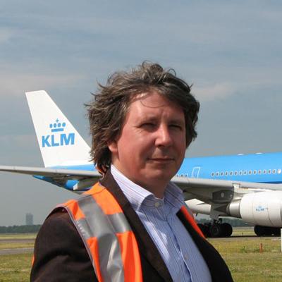 Matthijs Siers onderzoekt de mogelijkheden om de afbraak van Glucol in de sloten rondom Schiphol te versnellen